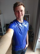 neues blaues Shirt